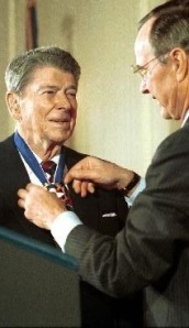 reagan_ghw_bush_presidentialmedal_of_freedom_1993